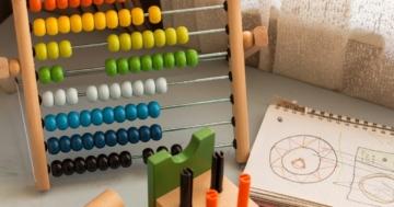 Rechenschieber mit vielen verschiedenen Farben